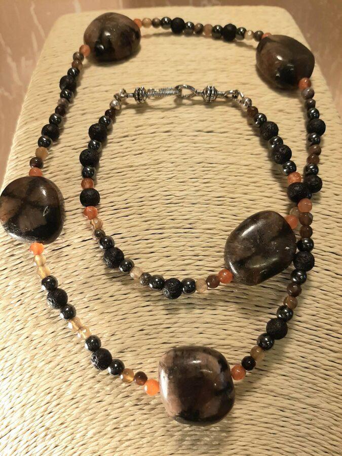 Čiastolīts, lava, hematīts. 60. cm. Akmeņi 1,8 x 2,2cm