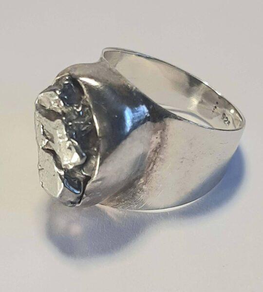 Meteorīts. Sudrabs. Akm. 1.6 cm. Izm. 16.5